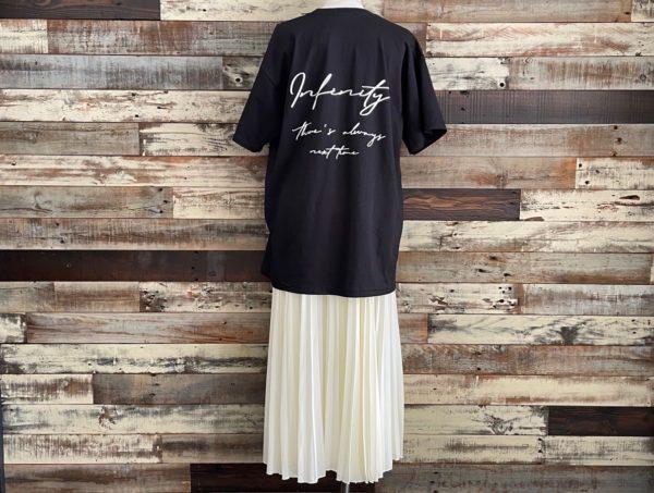 AULA AILA(アウラアイラ)/フルーツオブザルーム×AULA AILAコラボTシャツ/ブラックコーディネートバックシルエット